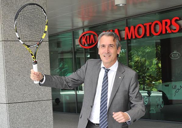 """Emilio Herrera (KIA) """"Nuestro reto es estar entre las 10 marcas más vendidas"""""""