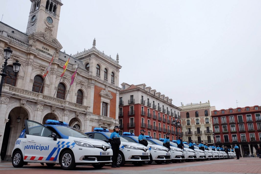 Renault entrega 13 Scénic al Ayuntamiento de Valladolid