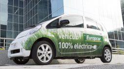 Un vehículo eléctrico de Europcar bajo la sede de la compañía en Madrid, en el Campo de las Naciones. // FOTOGRAFÍA: F. ARÚS ©FLEET PEOPLE
