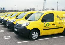 Flota de la empresa Correos con uno de los vehículos más vendidos en renting para empresas, el Renault Kangoo. // FOTOGRAFÍA: RENAULT