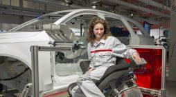 El empleo en las fábricas de coches ha caído un 3% en España en 2019. Producción