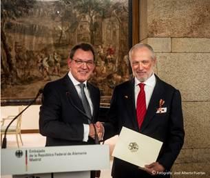 José Luis López-Schümmer, condecorado con la Cruz de caballero de la Orden del Mérito