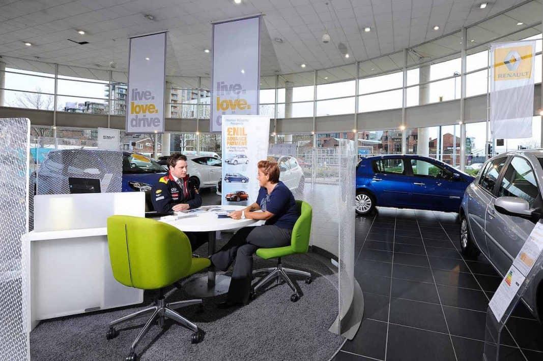 Arval y Caixabank renuevan su pacto de movilidad: lo que viene en el renting