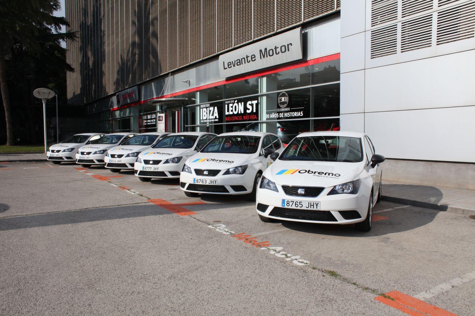 Flota de vehículos en renting de la empresa de servicios Obremo, en Valencia. // FOTOGRAFÍA: OBREMO