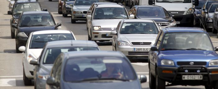 El número de vehículos asegurados crece un 2,30% a cierre de abril, según el FIVA