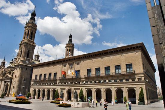 El Ayuntamiento de Zaragoza renueva su flota con vehículos eléctricos