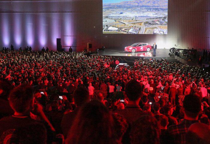 Elon Musk despeja dudas con la entrega de los primeros treinta Model 3