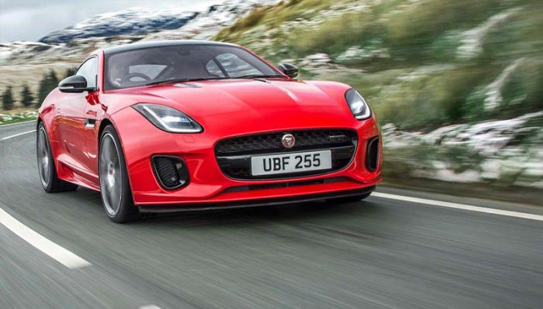 El Jaguar F-Type recibe una versión de 300 CV del motor Ingenium de cuatro cilindros