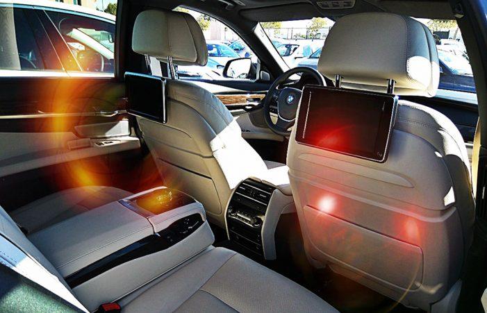 El 52% de los niños utiliza el móvil o la tablet en el coche, según Enterprise Rent A Car