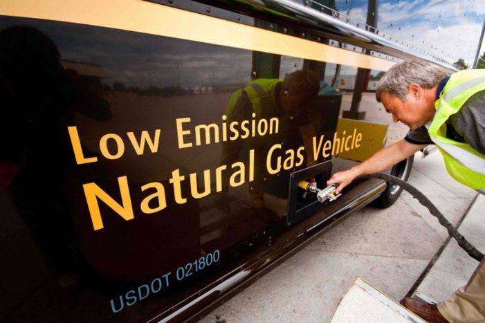 UPS contará con más vehículos de combustibles alternativos en 2025