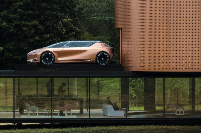 Renault SYMBIOZ, un concepto eléctrico y autónomo que forma parte de la vivienda