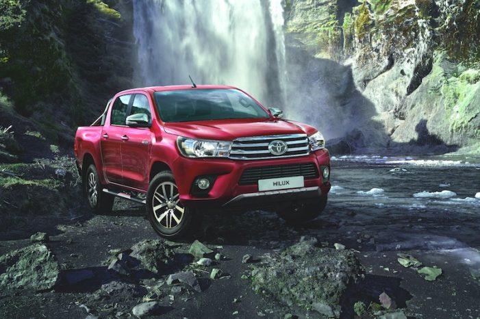 Toyota renueva la camioneta Hilux, más diferenciada para profesionales, flotas, autónomos y particulares