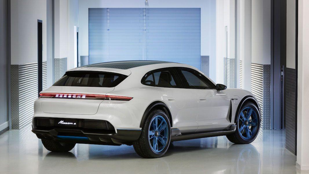 Porsche estudia un deportivo polifacético con el concepto MissionE Cross Turismo