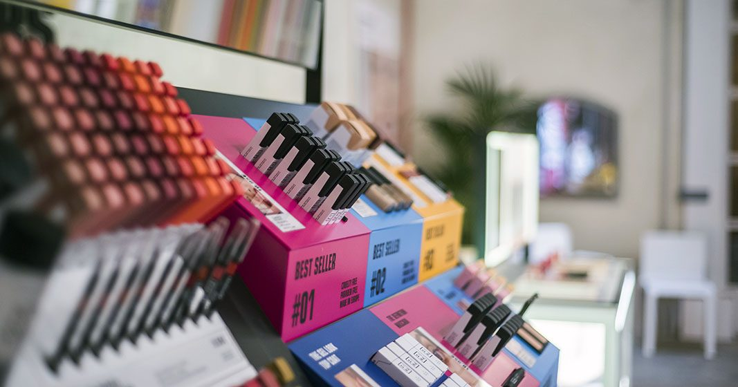 Tras conquistar el mundo, la marca española 3ina makeup, abre en España