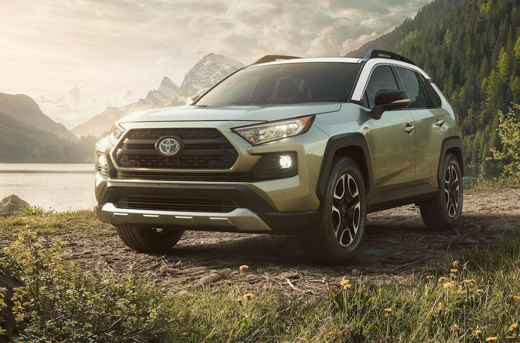 Toyota da robustez estética a la quinta generación del RAV4