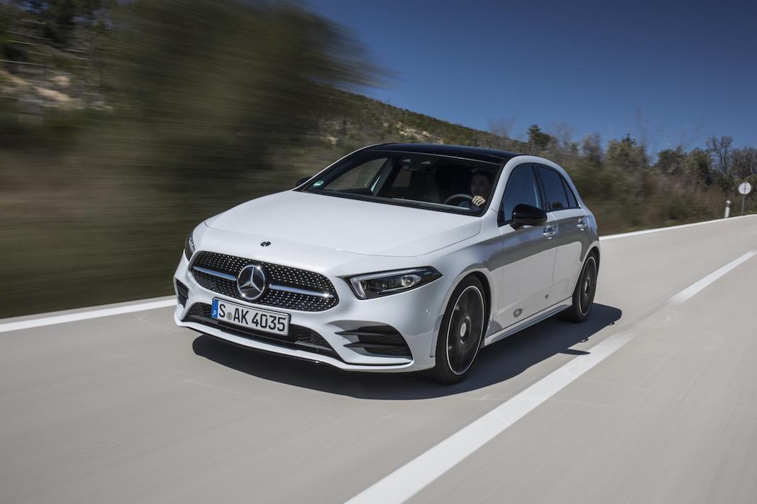 Mercedes-Benz redefine la Clase A como lujo moderno para el mercado compacto