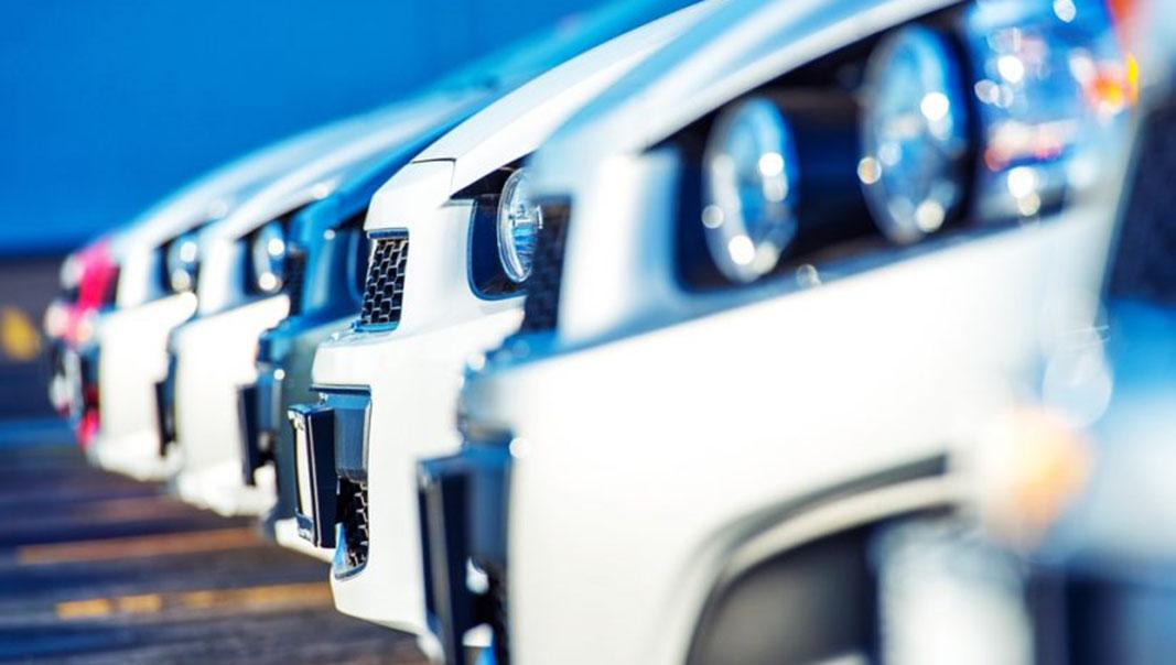 Una flota de vehículos.