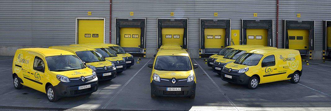 Renault entrega una flota de coches eléctricos a Correos