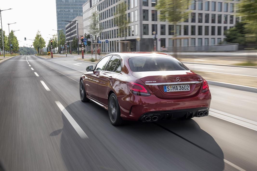 Mercedes-Benz revitaliza la Clase C  con estética, motores y seguridad
