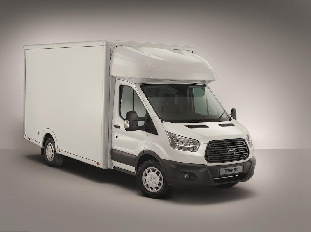 Ford incorpora a la gama una Transit chasis-cabina con plataforma de baja altura