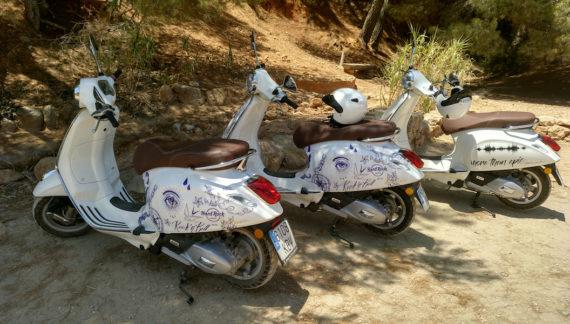 Palladium activa una flota de Primaveras para crear experiencias Vespa en Ibiza