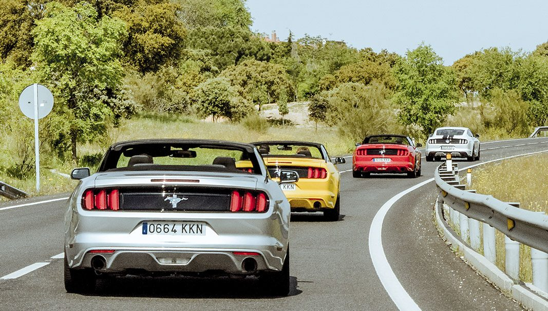 Mustang Road: turismo en descapotable