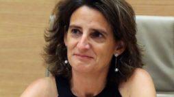 Teresa Ribera es ministra para la Transición Ecológica, ha anunciado una posible reducción del IVA para los coches eléctricos.