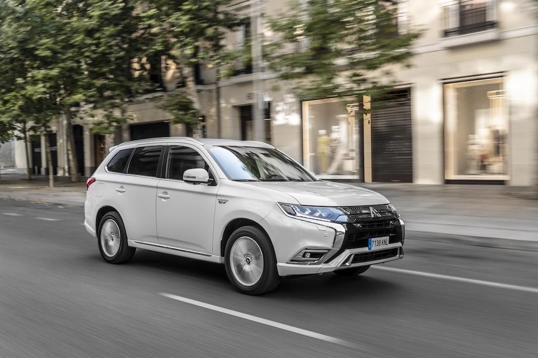 Mitsubishi renueva el Outlander PHEV y amplia la gama de precios de este enchufable