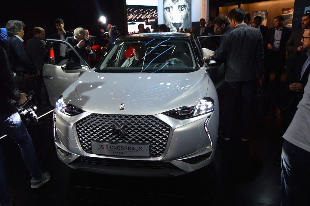 Las empresas del motor vuelven a sus orígenes y se dan un baño de autenticidad en París