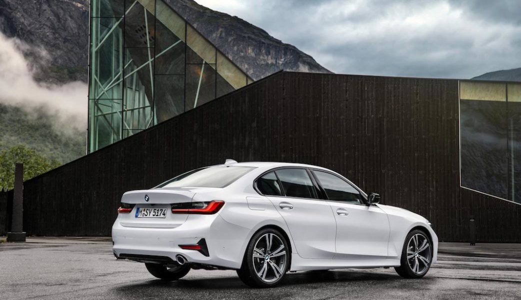 P90323718_highRes_the-all-new-bmw-3-se