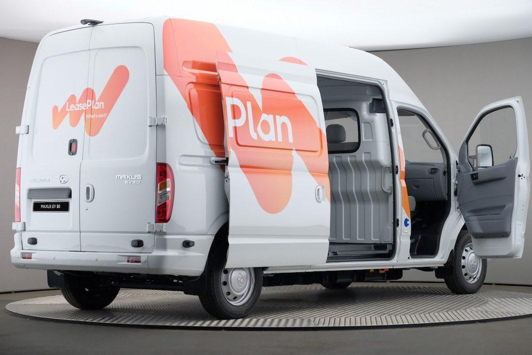 Adif adjudica a LeasePlan 329 furgonetas por 10,6 millones de euros