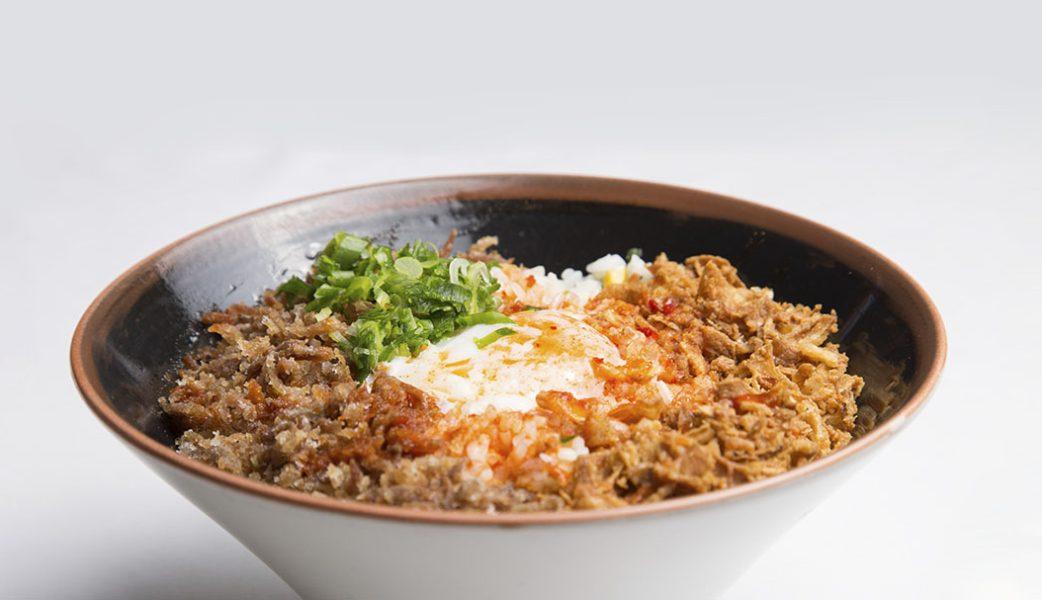 Distrito798_arroz Chowfan con pecho de pato, huevos 4 65grados, salsa kimuchi y cebolla crujienteIV_alta-4