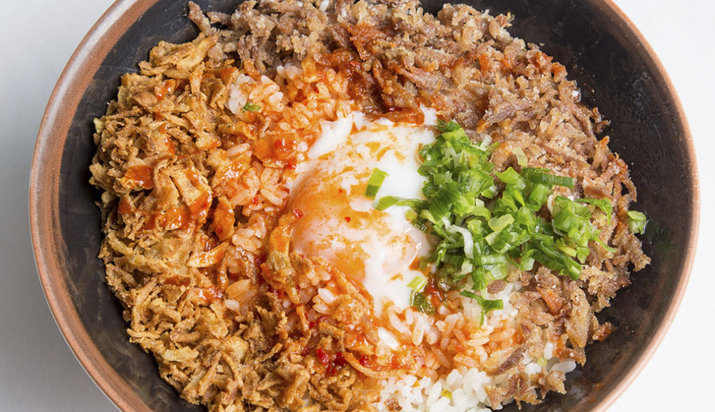 Distrito798_arroz Chowfan con pecho de pato, huevos 4 65grados, salsa kimuchi y cebolla crujiente_alta-1