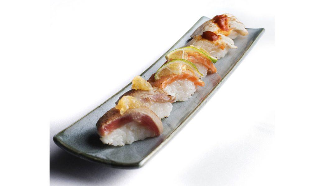 Distrito798_nigiri de salmon atlantico flambeado con lima y mayonesa picante, nigiri de hamachi con pimenton y kimuchi y nigiri de atun con mermelada de cebollaIV_alta-4