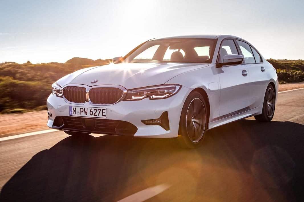 BMW completa la serie 3 con la nueva generación del híbrido enchufable 330e Sedan