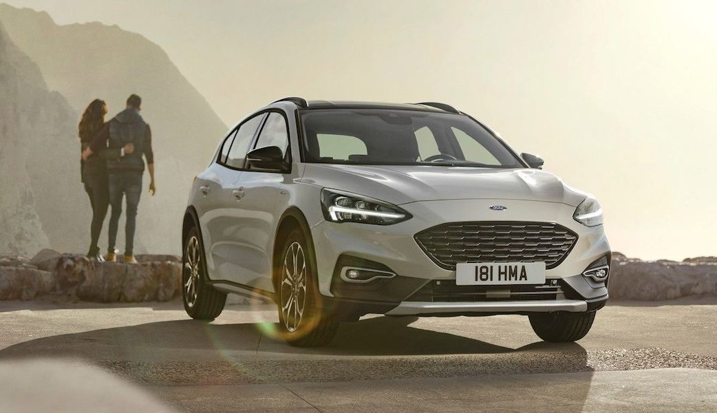ford-focus-eu-2018_FORD_FOCUS_ACTIVE_34Front_static_couple-16×9-2160×1215.jpg.renditions.extra-large