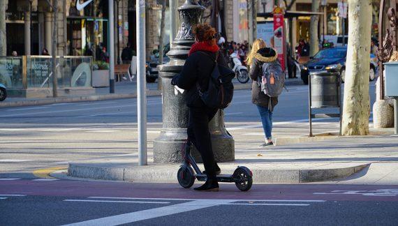 El Ayuntamiento de Barcelona autorizará 7.300 bicis y motos compartidas