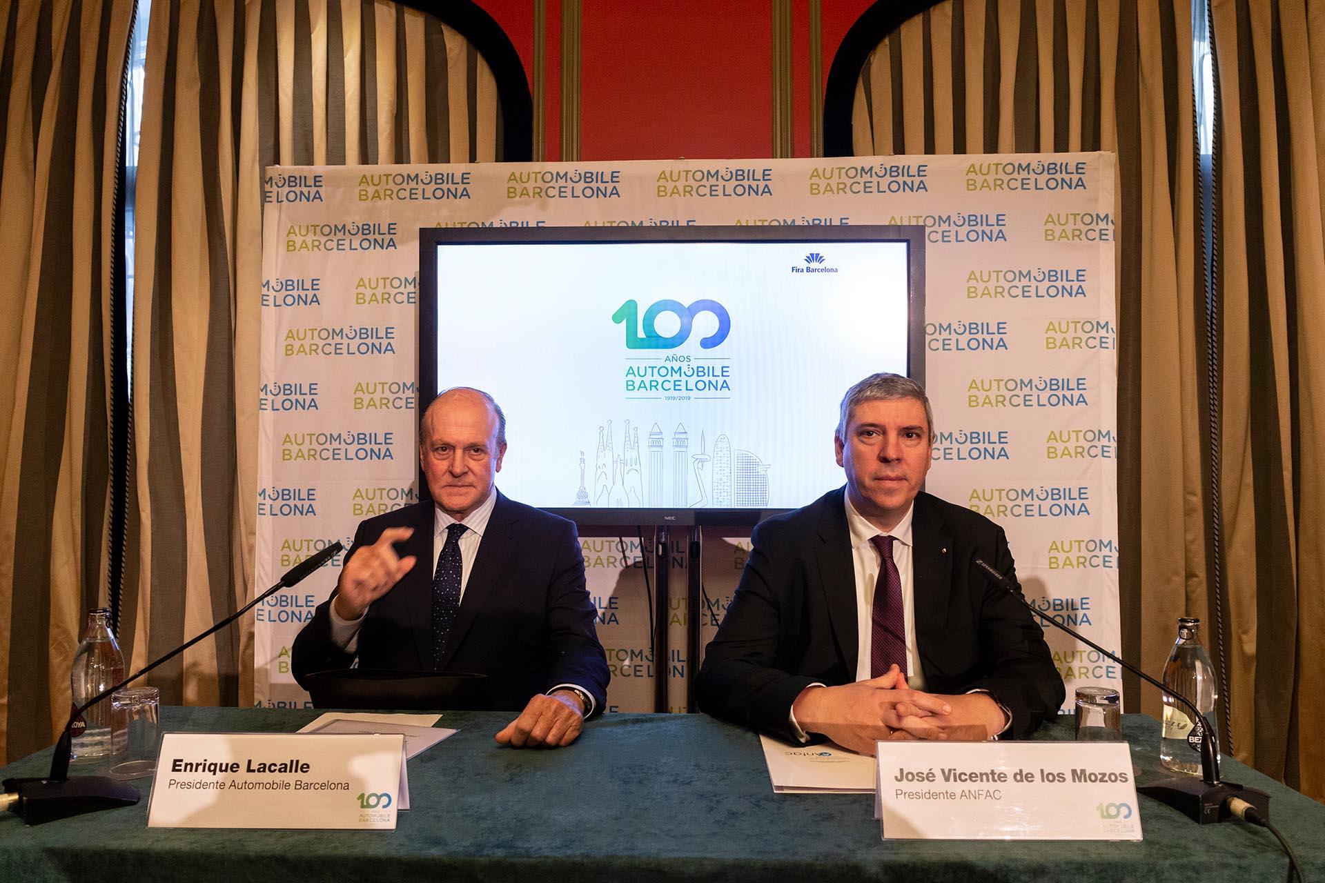 El Presidente de Automobile Barcelona Enrique Lacalle y el Presidente de Anfac José Vicente de los Mozos, presentan en rueda de prensa la 100 edición de la feria de Automobile de Barcelona, en Madrid el 4 de febrero de 2019. / FOTOGRAFÍA: DANIEL SANTAMARÍA / FLEET PEOPLE