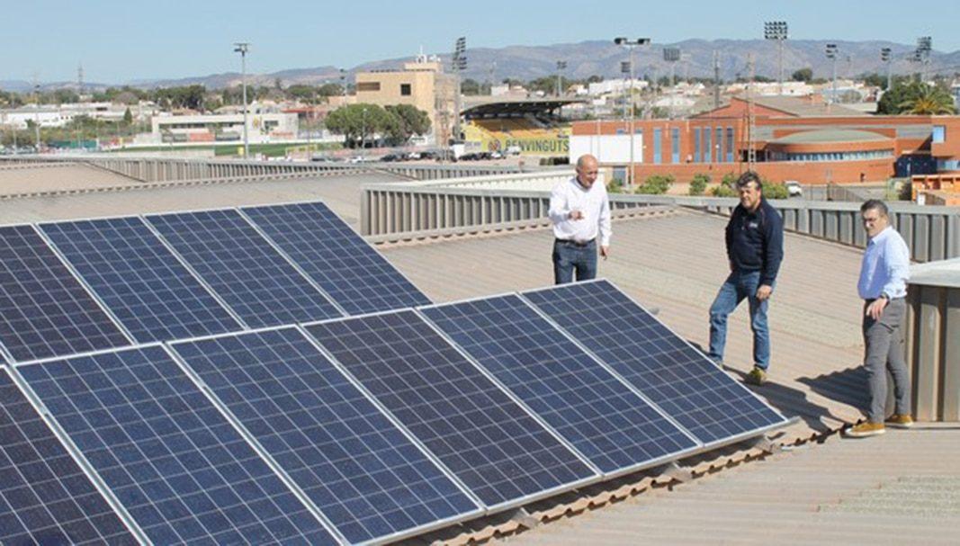 Villarreal invierte 18.000 euros en placas solares para cargar vehículos eléctricos