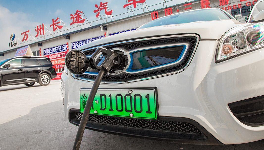 China reducirá las ayudas para comprar coches eléctricos