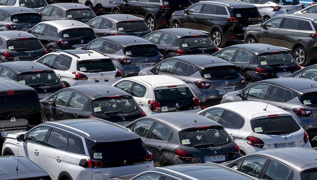 Las automatriculaciones de coches bajan un 16% en noviembre en España