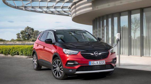Opel inicia la electrificación de su gama con el híbrido enchufable Grandland X Hybrid 4
