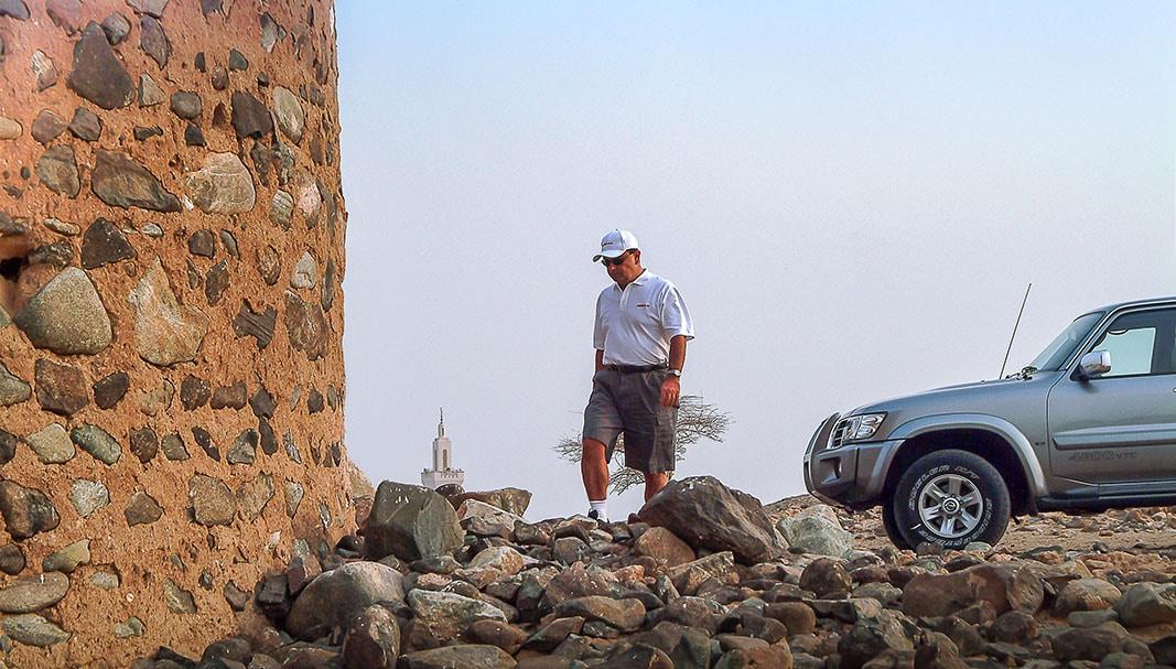 'Le Cost Killer'. Carlos Ghosn, en una de sus visitas como CEO de Renault-Nissan a Dubai, entonces uno de los principales mercados de Oriente Medio del grupo, en 2013. // FOTOGRAFÍA: PLAMEN GALAGOV