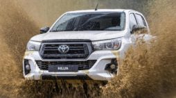 El Toyota Hilux 2020 llega al mercado con una nueva variante Legend Black