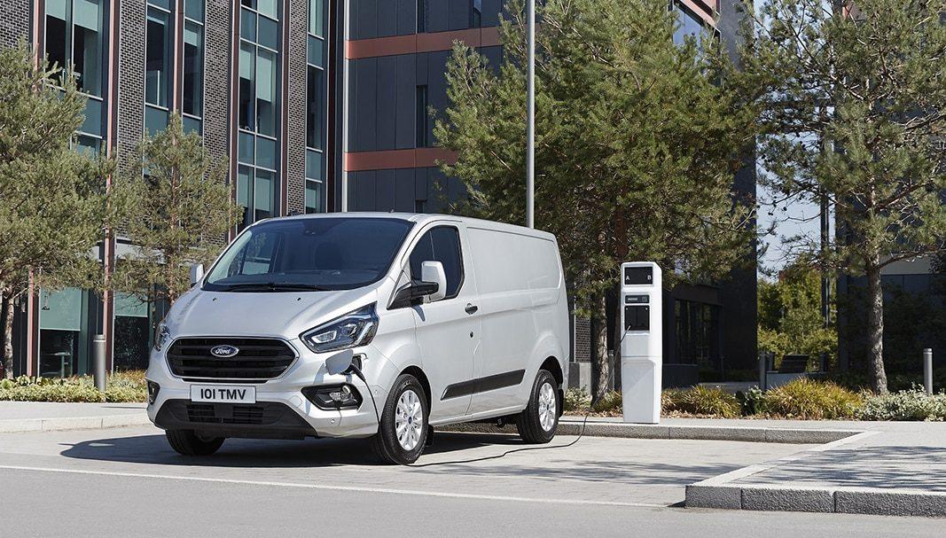 Ford finaliza el test sostenible de furgonetas híbridas para reparto en Londres