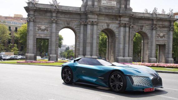 DS anima la llegada de sus eléctricos E-Tense con el DS X E-Tense paseando por Madrid