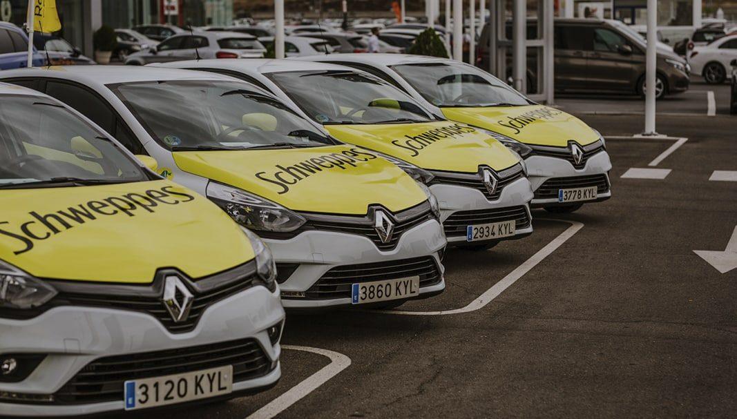 Renault entrega una flota de Clio de gas licuado a Schweppes Suntory