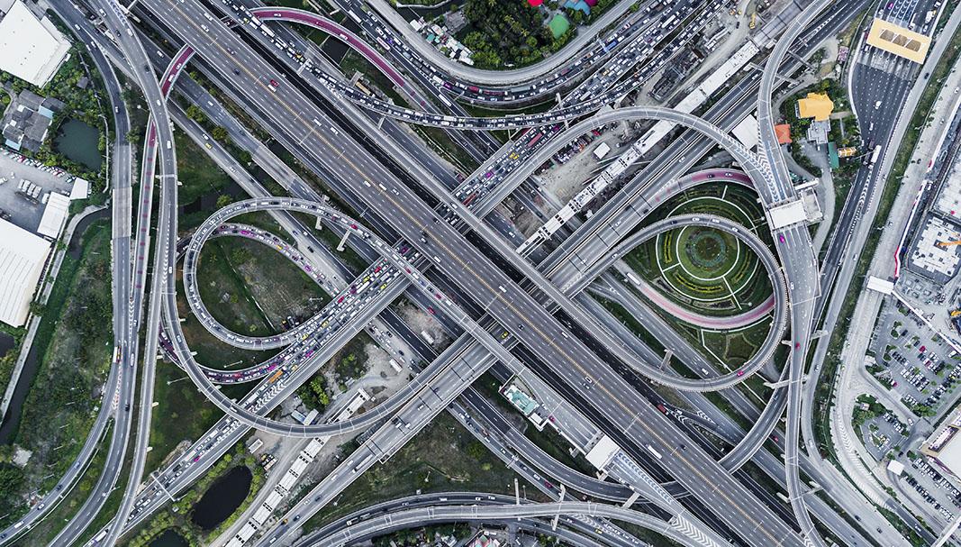 Laberinto. El futuro a corto plazo más práctico apunta hacia lanzaderas logísticas ubicadas en los extrarradios adyacentes de las ciudades que sirvan para redireccionar los productos de una manera rápida y eficaz. // FOTOGRAFÍA: MEDIA PICTURES