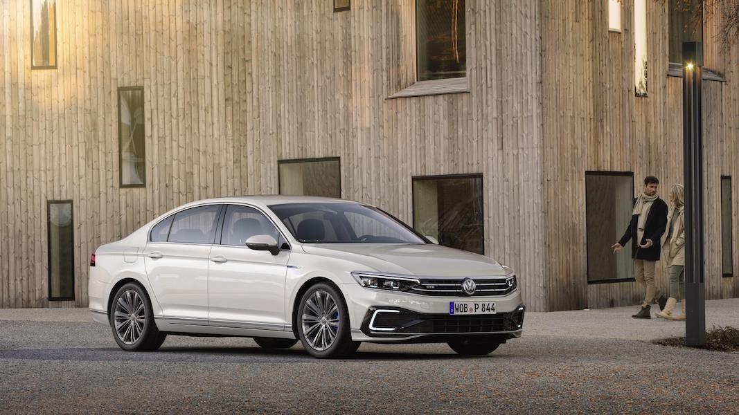 Volkswagen renueva el Passat con más tecnología y afinado estético
