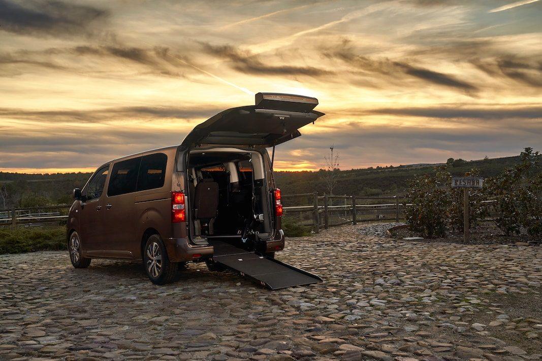 Toyota España lanza gama de vehículos adaptada para personas con movilidad reducida